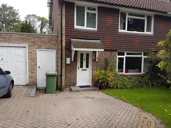 Housesitting assignment in Bracknell, United Kingdom