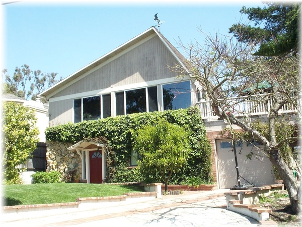 VERY Short-notice house sit, this weekend 10/14-17 --small cute dog, oceanview Laguna Beach CA