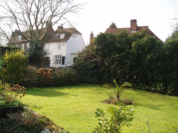 House sitter needed for Kent cottage in nice village , new  sitters welcome to apply.