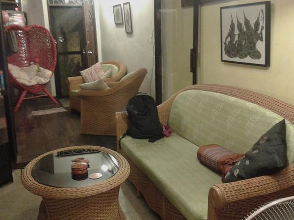 Looking for a dog sitter in Bangkok- Nice, friendly small dogs, first floor of townhouse near the BTS