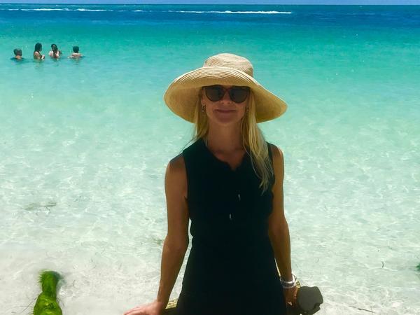 Elizabeth from Sarasota, Florida, United States