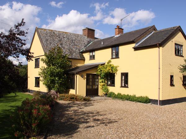 Suffolk farmhouse with 2 golden retrievers