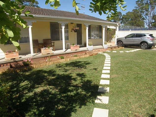 NSW central coast house near lake needs a sitter for 1 dog and 2 birds.