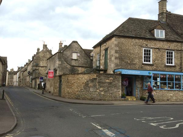 Keep our kitty company in a gorgeous Cotswold village