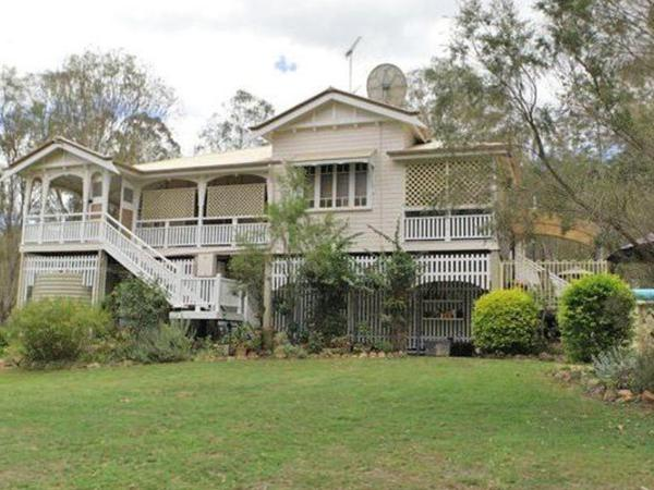 Housesitting assignment in Wivenhoe Pocket, Queensland, Australia