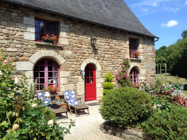 Housesitting assignment in Guenroc, France