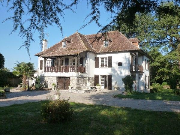 Housesitting assignment in Navarrenx, France