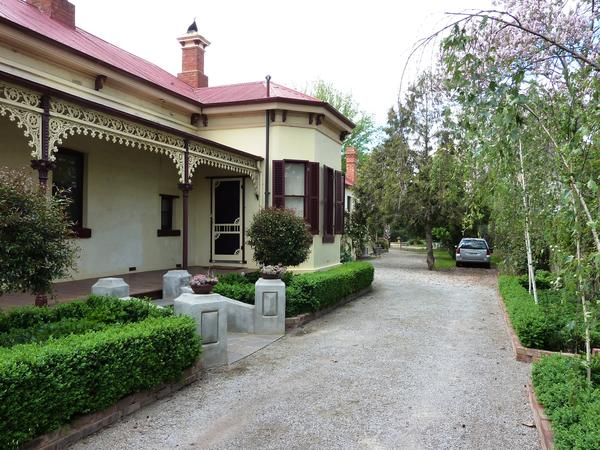 Housesitting assignment in Bacchus Marsh, Victoria, Australia