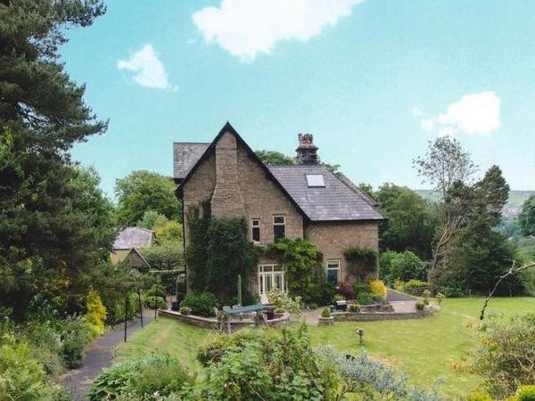 Housesitting assignment in Darwen, United Kingdom